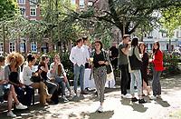 Nederland  Amsterdam - 2019. Influencers bij het event Geef Groen Door. Seventh Generation schoonmaakrange van Unlilever. Seventh Generation is een van oorsprong Amerikaans schoonmaak- en wasmiddelenmerk dat twee jaar geleden werd aangekocht door Unilever. Het merk past binnen het Sustainable Living Plan van Unilever dat een helder en eenvoudig doel heeft: duurzaam leven samen tot gemeengoed maken. Deze ecologische Seventh Generation range is 'powered by plants' . De plantaardige producten zijn verpakt in flessen van 100% gerecycled materiaal. Om op te komen voor de volgende generaties, organiseerde Seventh Generation op 23 mei een event met het thema Geef Groen Door.   Foto mag niet in negatieve / schadelijke context gepubliceerd worden.  Foto Berlinda van Dam / Hollandse Hoogte