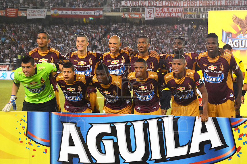 BARRANQUIILLA -COLOMBIA-13-12-2015: Jugadores de Deportes Tolima celebran su paso a la final de la Liga Aguila después del partido de vuelta entre Atletico Junior e Deportes Tolima por las semifinales de la Liga Aguila II 2015, jugado en el estadio Metropolitano Roberto Melendez de la ciudad de Barranquilla. / Players of Deports Tolima celebrate the clasification to the final of Agila League after a match for the second leg between Atletico Junior and Deportes Tolima for the semifinals of the Liga Aguila II 2015 played at the Metroplitano Roberto Melendez stadium in Barranquilla city.  Photo: VizzorImage/Alfonso Cervantes/