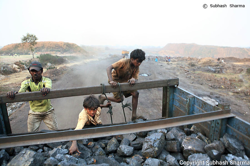 PORTRAIT series: The Coal Thieves Of Jharia (Gold Award: China Intl.Pressphoto 2010 Portrait series)