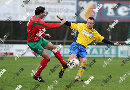 2012-01-29 / Voetbal / seizoen 2011-2012 / Berg en Dal - Verbr. Balen / Glenn Mellebeek (L, Berg en Dal) met Wim Klerckx..Foto: Mpics.be