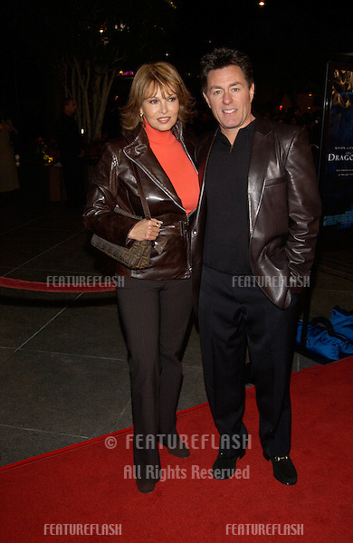 Actress RAQUEL WELCH & husband RICHARD PALMER at the Los Angeles premiere of Dragonfly..18FEB2002. © Paul Smith/Featureflash