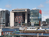 Bibliothek Centrale OBA und Conervatorium vam Amsterdam am Oosterdok Hafen, Amsterdam, Provinz Nordholland, Niederlande<br /> Central Library OBA and Conservatory at Oosterdok harbour, Amsterdam, Province North Holland, Netherlands