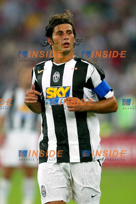 Bari 3/8/2004 Trofeo Birra Moretti - Juventus Inter Palermo. <br /> Alessio Tacchinardi Juventus <br /> Risultati / results (gare da 45 min. each game 45 min.) <br /> Juventus - Inter 1-0 Palermo - Inter 2-1 Juventus b. Palermo dopo/after shoot out <br /> Photo Andrea Staccioli