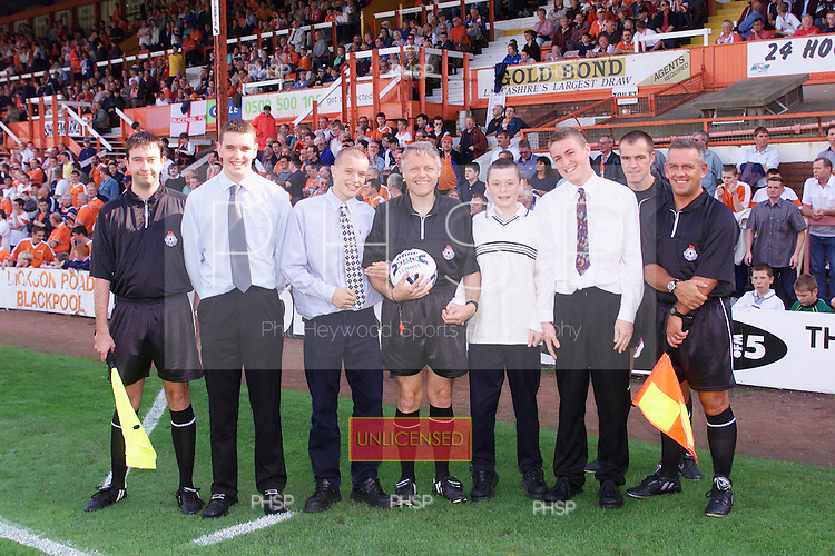 23/09/2000 Football League Division 3 Blackpool v Chesterfield<br /> <br /> 38120 Matchball<br /> <br /> &copy; Phill Heywood