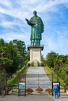 Italy, Piedmont, Arona: Sancarlone - giant statue of Saint Charles Borromeo (San Carlo Borromeo) on top of the Sacro Monte di Arona | Italien, Piemont, bei Arona: Statue von Karl Borromaeus (San Carlo Borromeo) auf dem Sacro Monte di Arona