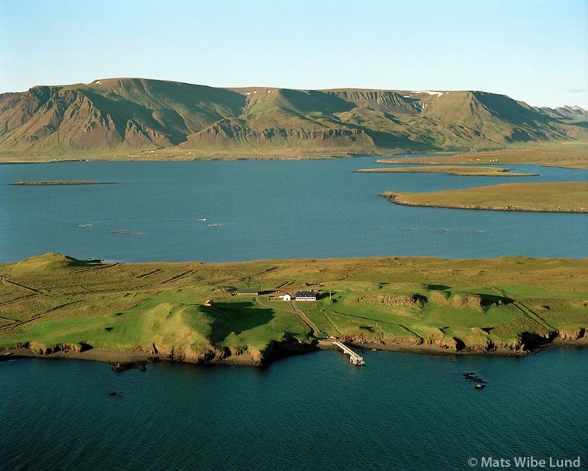 Viðey, Viðeyjarstofa og kirkja og Esja, Reykjavík.Videy and mount Esja, Reykjavik