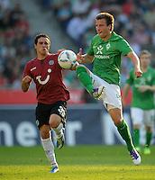 FUSSBALL   1. BUNDESLIGA   SAISON 2011/2012    8. SPIELTAG Hannover 96 - SV Werder Bremen                             02.10.2011 Manuel SCHMIEDEBACH (li, Bremen) gegen Philipp BARGFREDE (re, Bremen)