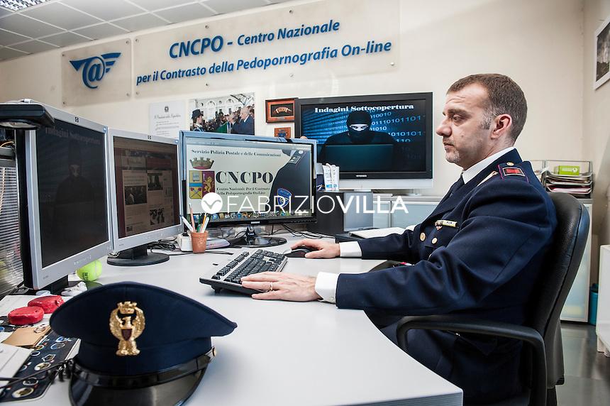 Roma, la centrale operativa del centro nazionale per il contrasto alla pedo pornografia on line della Polizia di Stato.