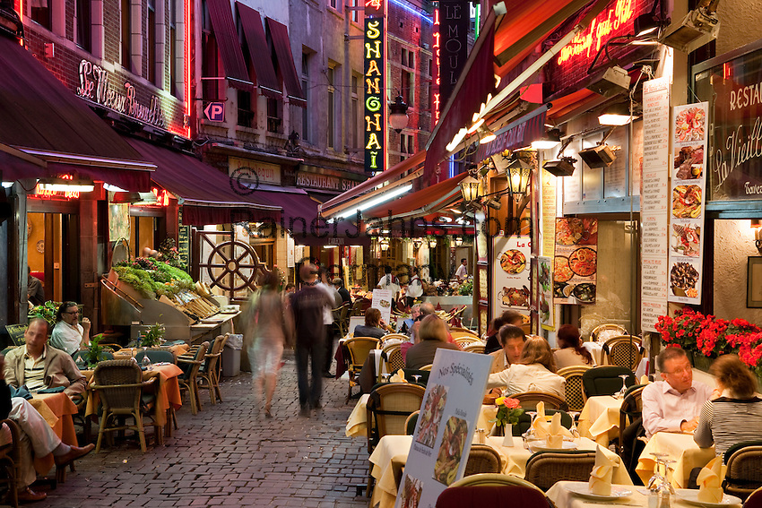 Belgium, Province Brabant, Brussels: Tourist restaurants along the Rue des Bouchers at night