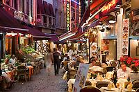 Belgium, Province Brabant, Brussels: Tourist restaurants along the Rue des Bouchers at night