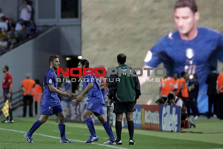 FIFA WM 2006 -  Gruppe E Vorrunde ( Group E )<br /> Play   #25 (17-Jun) - Italien - USA 1:1<br /> <br /> Auswechslung TOTTI - GATTUSO<br /> <br /> <br /> Foto &copy; nordphoto