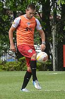 SAO PAULO, 24 DE MARCO DE 2013 - TREINO SAO PAULO - O jogador Rafael Toloi durante treino do São Paulo, no CT da Barra Funda, região oeste da capital, na manha desta segunda feira, 25. (FOTO: ALEXANDRE MOREIRA / BRAZIL PHOTO PRESS)