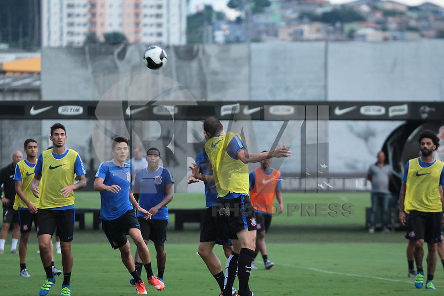 SÃO PAULO,SP, 24.03.2016 - FUTEBOL-CORINTHIANS - Jogadores durante treino no CT Dr. Joaquim Grava na zona leste de São Paulo na tarde desta quinta-feira (24). ( Foto : Marcio Ribeiro / Brazil Photo Press)