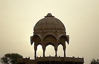 Indien, Jaisalmer (Rajasthan), Morgenstimmung am Gadi Sagar (See)