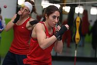 MEX39. CIUDAD DE MÉXICO (MÉXICO), 09/02/2012.- La española Martha Braña, peso mosca de la selección femenina de boxeo entrena hoy, jueves 9 de febrero de 2012, en el Centro Deportivo Olimpico Méxicano, ubicado en Ciudad de México. Braña durante una entrevista reconoció que clasificarse a los Juegos Olímpicos será algo complicado, pero confía en un buen sorteo en el Mundial para aumentar las posibilidades de lograrlo. EFE/Alex Cruz