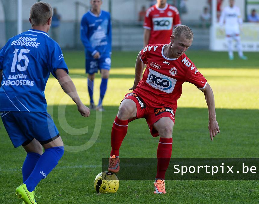OMS Ingelmunster - KV Kortrijk : Michael Lallemand (r) aan de bal voor Yoshi Verbrugge (links)<br /> foto VDB / BART VANDENBROUCKE
