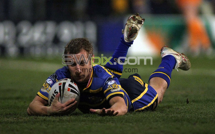 PICTURE BY VAUGHN RIDLEY/SWPIX.COM - Rugby League - Superleague - Leeds v Wigan - Headingley, Leeds, England  - 13/03/09...Copyright - Simon Wilkinson - 07811267706...Leeds Rob Burrow scores a try.