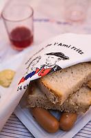 Europe/France/Alsace/67/Bas-Rhin/ Marlenheim: Saucisses chaudes lors  de la Fête du Mariage de l'Ami Fritz