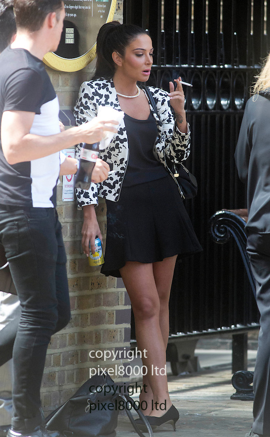 Pic shows: Tulisa Contostavlos lunches near at Southwark Crown  Court today with a cigarette and can of drink and checks if her makeup make up is perfect.<br /> <br /> <br /> <br /> <br /> Pic by Gavin Rodgers/Pixel 8000 Ltd