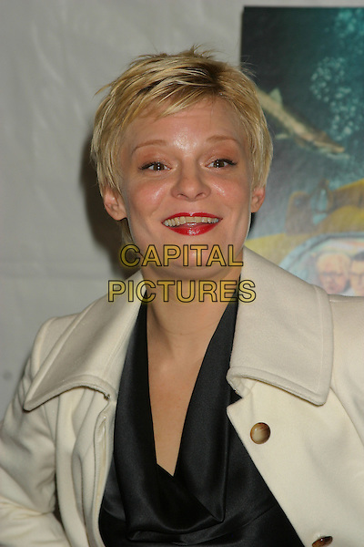 "MARTHA PLIMPTON .""The Life Aquatic With Steve Zissou""  Premiere at the Ziefeld theatre in New York City..December 9th, 2004.headshot, portrait, red lipstick.www.capitalpictures.com.sales@capitalpictures.com.© Capital Pictures"