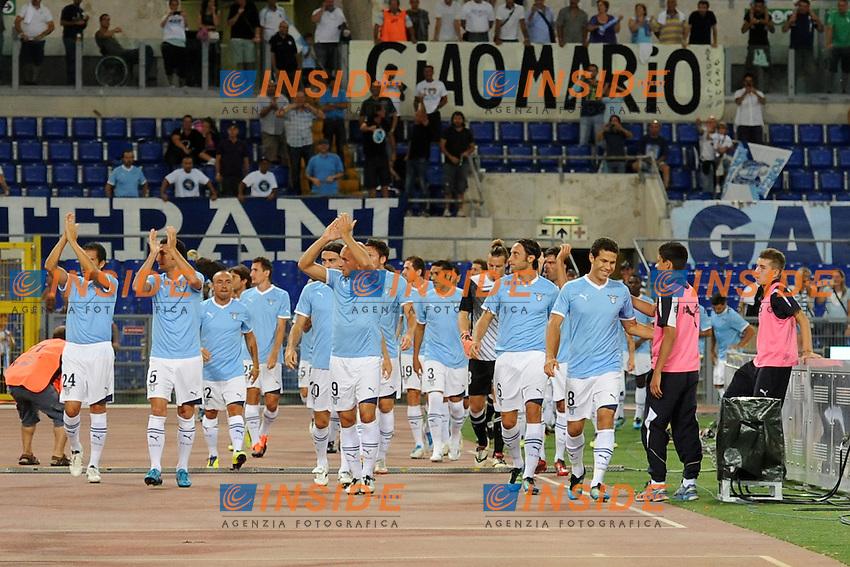 i giocatori della Lazio salutano i tifosi.Lazio vs Real Sociedad.Amichevole di calcio.Roma, 11/08/2011.Photo Antonietta Baldassarre Insidefoto