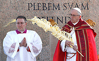 Pope Francis holds a palm frond as he celebrates the Palm Sunday Mass in St. Peter's Square at the Vatican, on March 25, 2018.<br /> UPDATE IMAGES PRESS IsabellaBonotto/Pool<br /> <br /> STRICTLY ONLY FOR EDITORIAL USE