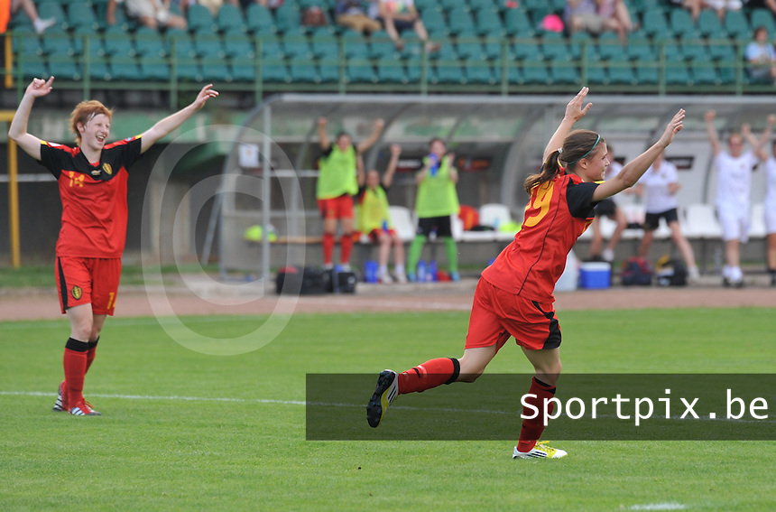 Hungary - Hongarije : UEFA Women's Euro Qualifying group stage (Group 3) - 20/06/2012 - 17:00 - szombathely  - : Hungary ( Hongarije ) - BELGIUM ( Belgie) : Anaelle Wiard scoort de 1-3 voor Belgie.foto DAVID CATRY / JOKE VUYLSTEKE / Vrouwenteam.be.