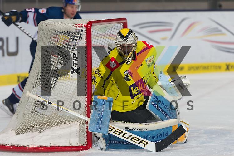 Eishockey, DEL, EHC Red Bull M&uuml;nchen - Krefeld Pinguine <br /> <br /> Im Bild Patrick KLEIN (Krefeld Pinguine, 29) wurde zum letzten Drittel eingewechselt beim Spiel in der DEL EHC Red Bull Muenchen - Krefeld Pinguine.<br /> <br /> Foto &copy; PIX-Sportfotos *** Foto ist honorarpflichtig! *** Auf Anfrage in hoeherer Qualitaet/Aufloesung. Belegexemplar erbeten. Veroeffentlichung ausschliesslich fuer journalistisch-publizistische Zwecke. For editorial use only.