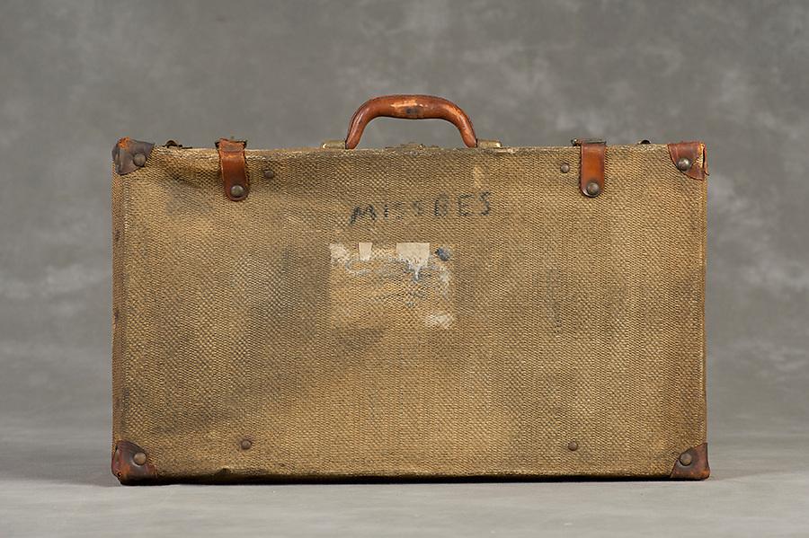 Willard Suitcases / Bessie W / ©2014 Jon Crispin