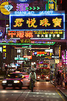 People's Republic of China, Hong Kong: Neon signs, Nathan Road, Kowloon | Volksrepublik China, Hongkong: naechtliches Treiben in der Nathan Road, auf der Kowloon Halbinsel