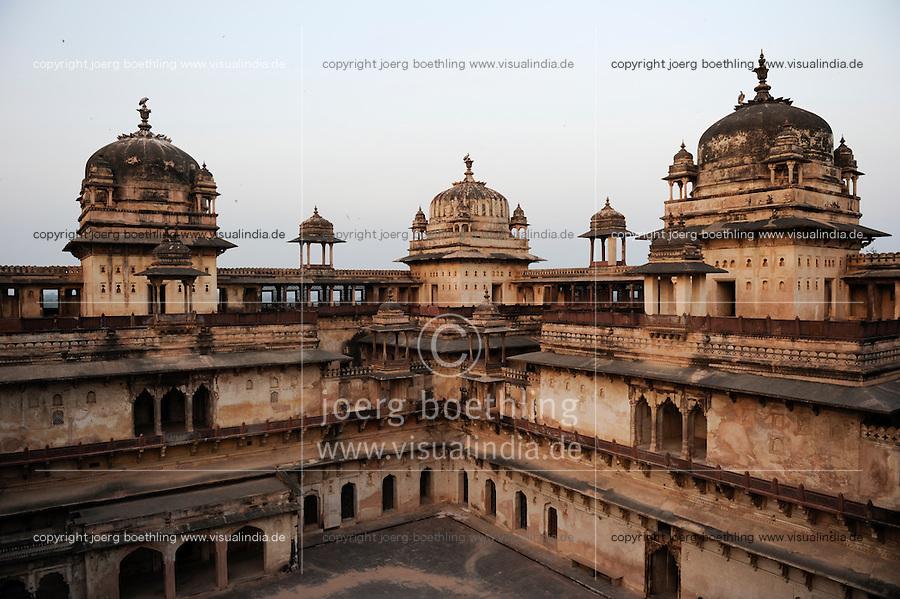 INDIA, Madhya Pradesh, Orchha, old maharaja Palace / INDIEN Orchha, alter Maharaja Palast und Tempelanlage