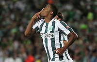 BOGOTA - COLOMBIA - 14-09-2015: Orlando Berrio jugador del Atletico Nacional celebra su gol contra  el Deportes Tolima  durante partido  por la fecha 12 de la Liga Aguila II 2015 jugado en el estadio Nemesio Camacho El Campin. / Orlando Berrio player of Atletico Nacional   celebrates his goal  against of Deportes Tolima  during a match for the twelve date of the Liga Aguila II 2015 played at Nemesio Camacho El Campin stadium in Bogota city. Photo: VizzorImage / Felipe Caicedo / Staff.