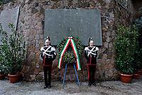 Roma, 24 Marzo 2013.Commemorazione per il 69° anniversario dell'eccidio delle Fosse Ardeatine,compiuto a Roma dalle truppe di occupazione della Germania nazista il 24 marzo 1944, furono uccisi, 335 civili e militari italiani. La corana di fiori deposta alle Fosse Ardeatine