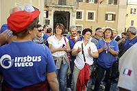 Roma, 21 Settembre 2011.Piazza Montecitorio.Presidio dei lavoratori e lavoratrici di Irisbus Iveco dello stabilimento della valle Ufita ..Con loro i sindaci dell'Avellinese