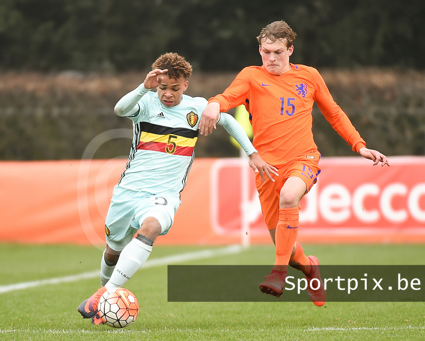 20170314 - UDEN , NETHERLANDS : Dutch Thijs Oosting (R) and Belgian Logan Ndenbe (L) pictured during the UEFA Under 17 Elite round game between The Netherlands U17 and Belgium U17, on the first matchday in group 5 of the Uefa Under 17 elite round in The Netherlands , tuesday 14 th March 2017 . PHOTO SPORTPIX.BE | DIRK VUYLSTEKE