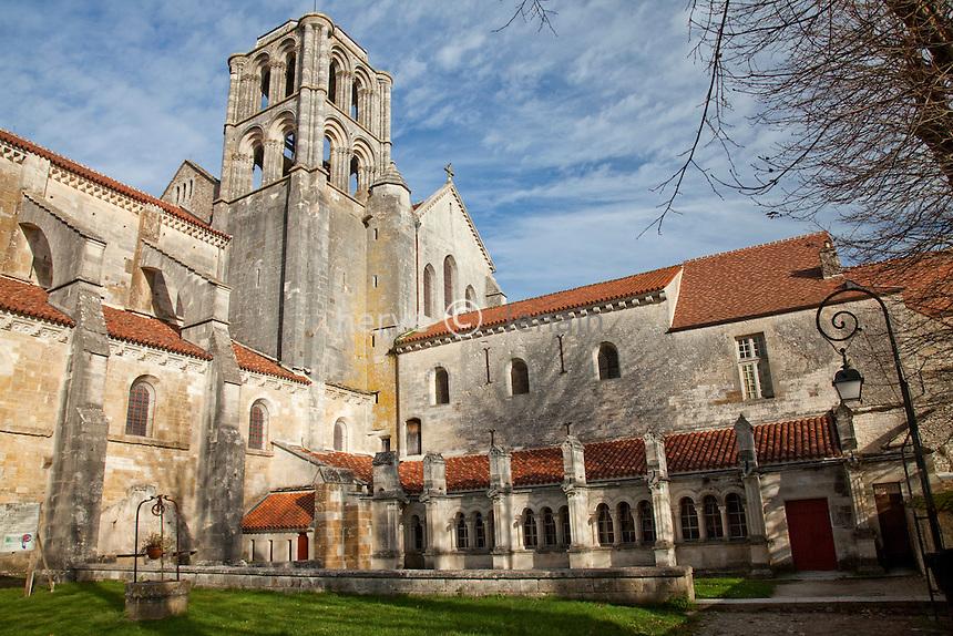France, Yonne (89), Vézelay, basilique Sainte-Marie-Madeleine de Vézelay  // France, Yonne, Vézelay, Basilica of St. Marie Madeleine of Vezelay