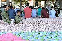 Roma, 15 Giugno 2018<br /> Migranti Musulmani a Largo Preneste,Tor Pignattara, quartiere periferico e multietnico di Roma, per la preghiera di Eid al-Fitr che segna la fine del mese di digiuno del Ramadan.