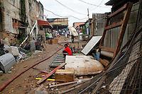 S&Atilde;O PAULO,SP,27 FEVEREIRO 2012 INCENDIO FAVELA<br /> Incendio atingiu uma favela na Av. Presidente Wilson na regi&atilde;o do Ipiranga  na manha desta segunda feira .FOTO ALE VIANNA / BRAZIL PHOTO PRESS.