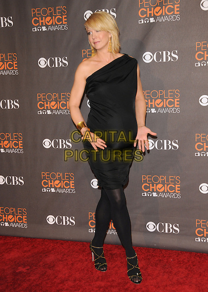 JENNA ELFMAN.Arrivals at the 2010 People's Choice Awards held at the Nokia Theater L.A. Live in Los Angeles, California, USA. .January 6th, 2010.full length pregnant maternity black dress one shoulder tights sandals hands gold cuff bracelet .CAP/RKE/DVS.©DVS/RockinExposures/Capital Pictures.