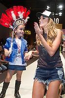 SÃO PAULO,SP,29.03.2015- FASHION WEEKEND KIDS -A apresentadora,Rafa Brites durante o desfile da marca Mini U.S.Adventure.Shopping Cidade Jardim,região sul da cidade de São Paulo na noite desse domingo,28.(FOTO:KEVIN DAVID/BRAZIL PHOTO PRESS).