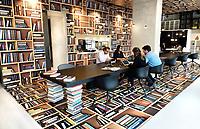 Nederland - Amsterdam - 24 maart 2018. Ilge My Bookstore My Flexspace. Het interieur is ontworpen door M + R Interior Architecture. Flexibele werkplekken en boekwinkel in het Amstelkwartier.   Foto Berlinda van Dam / Hollandse Hoogte.