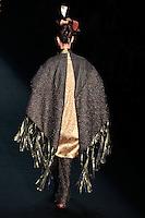 SAO PAULO, SP, 23 DE JANEIRO DE 2012 - SPFW DESFILE ANDRE LIMA - Modelo durante desfile da grife Andre Lima, no quinto dia da Sao Paulo Fashion Week (SPFW), colecao outono/inverno 2012, na Bienal do Ibirapuera na regiao sul da capital paulista neste domingo. (FOTO: VANESSA CARVALHO - NEWS FREE).