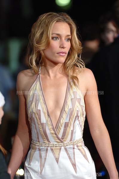 Actress PIPER PERABO at the world premiere, in Los Angeles, of her new movie Cheaper By The Dozen 2..December 13, 2005 Los Angeles, CA..© 2005 Paul Smith / Featureflash