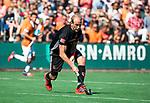 BLOEMENDAAL   - Hockey -  2e wedstrijd halve finale Play Offs heren. Bloemendaal-Amsterdam (2-2) . A'dam wint shoot outs. Billy Bakker (A'dam)   COPYRIGHT KOEN SUYK