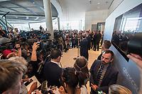 Alexander Dobrindt, Vorsitzender der CSU-Landesgruppe und Erster Stellvertretender Vorsitzender der CDU/CSU-Fraktion im Deutschen Bundetag nimmt vor Journalisten Stellung, nachdem es zwischen der CDU und der CSU zum Streit ueber den Umgang mit Fluechtlingen gab. Die Sitzung des Deutschen Bundestag wurde aufgrund dieses Streit auf Antrag der CDU/CSU-Fraktion unterbrochen.<br /> 14.6.2018, Berlin<br /> Copyright: Christian-Ditsch.de<br /> [Inhaltsveraendernde Manipulation des Fotos nur nach ausdruecklicher Genehmigung des Fotografen. Vereinbarungen ueber Abtretung von Persoenlichkeitsrechten/Model Release der abgebildeten Person/Personen liegen nicht vor. NO MODEL RELEASE! Nur fuer Redaktionelle Zwecke. Don't publish without copyright Christian-Ditsch.de, Veroeffentlichung nur mit Fotografennennung, sowie gegen Honorar, MwSt. und Beleg. Konto: I N G - D i B a, IBAN DE58500105175400192269, BIC INGDDEFFXXX, Kontakt: post@christian-ditsch.de<br /> Bei der Bearbeitung der Dateiinformationen darf die Urheberkennzeichnung in den EXIF- und  IPTC-Daten nicht entfernt werden, diese sind in digitalen Medien nach &szlig;95c UrhG rechtlich geschuetzt. Der Urhebervermerk wird gemaess &szlig;13 UrhG verlangt.]