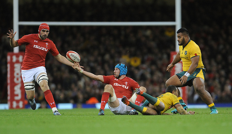 Wales' Justin Tipuric offloads while under pressure from Australia's Kurtley Beale<br /> <br /> Photographer Ian Cook/CameraSport<br /> <br /> Under Armour Series Autumn Internationals - Wales v Australia - Saturday 10th November 2018 - Principality Stadium - Cardiff<br /> <br /> World Copyright © 2018 CameraSport. All rights reserved. 43 Linden Ave. Countesthorpe. Leicester. England. LE8 5PG - Tel: +44 (0) 116 277 4147 - admin@camerasport.com - www.camerasport.com