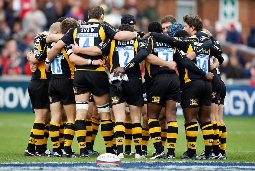 Photo: Richard Lane/Richard Lane Photography. Gloucester Rugby v London Wasps. Anglo Welsh EDF Energy Cup. 04/10/2008. Wasps huddle.