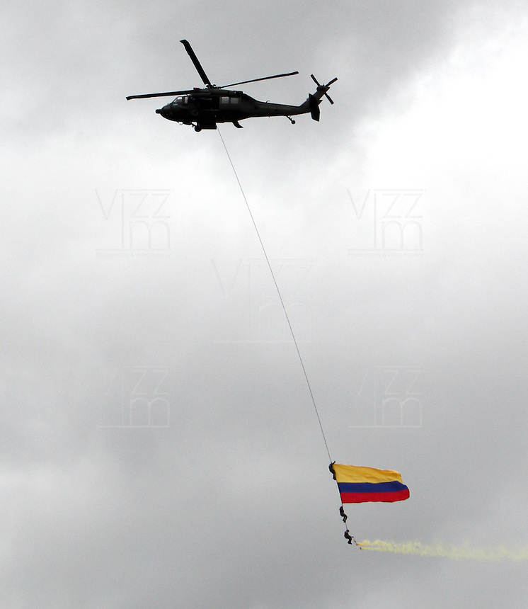 BOGOT&Aacute;-COLOMBIA-20-JULIO-2013.Desfile Millitar conmemorando los 203 a&ntilde;os de independencia de Colombia por la Avenida 68 ,desfilaron las cuatro armas de las Fuerzas Armadas :Ej&eacute;rcito,Armada ,Fuerza A&eacute;rea y Policia . Foto :Felipe Caicedo /Vizzorimage / Staff<br /> Millitary parade commemorating the 203 years of independence from Colombia on Avenida 68, paraded the four arms of the Armed Forces: Army, Navy, Air Force and Police. <br /> . Photo: VizzorImage/ Felipe Caicedo/ STAFF