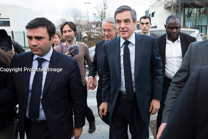 FRANCOIS FILLON EN DEPLACEMENT A COMPIEGNE ARRIVE A SON MEETING, LE 15 FEVRIER 2017 A COMPIEGNE. # MEETING DE FRANCOIS FILLON A COMPIEGNE