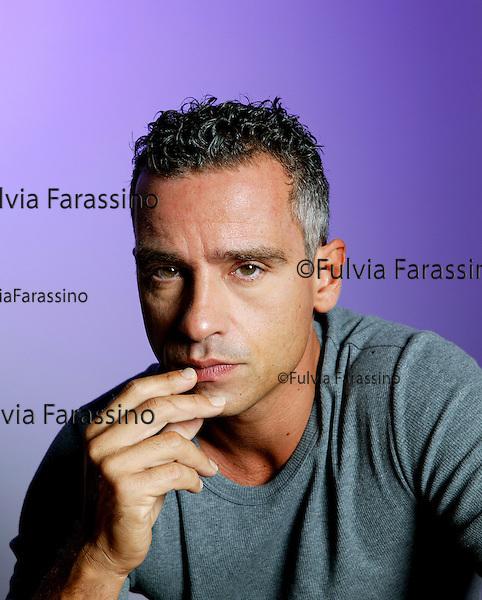 Milano, settembre 2003.Ritratto Eros Ramazzotti.